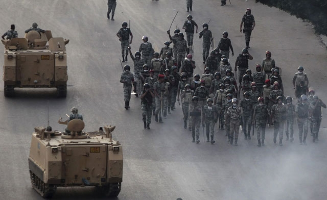 Egypt's military thrust to center stage in crisis