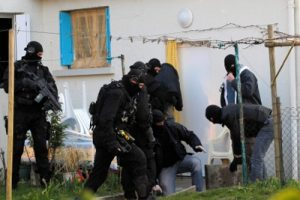French police arrest 20 suspected Islamists in dawn raids