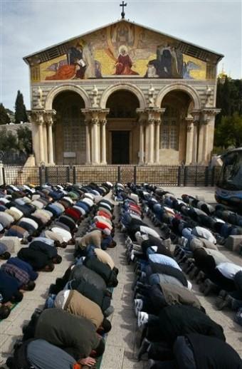 Muslims praying in Rome