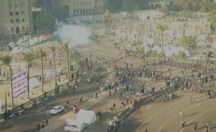 Police fire tear gas at protesters as clashes break out in Tahrir