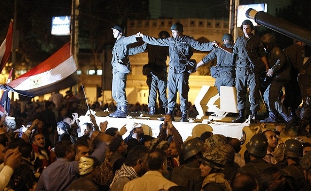 Egyptian army back in the spotlight as crisis deepens