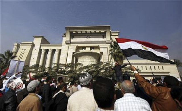 Egypt's judges boycott referendum while top court on strike