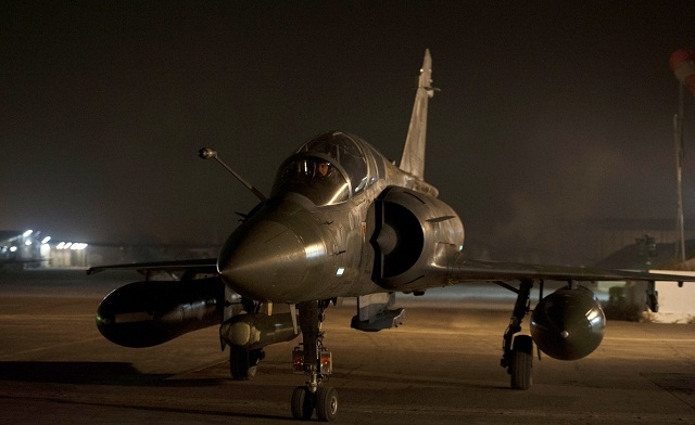 French air strikes, fighting kill over 100 in Mali