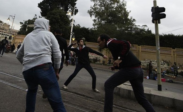 Masked attackers fire petrol bombs at Egypt's presidential palace protesters
