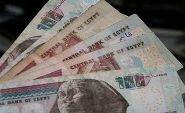 Egyptians turn to black market for hard currency