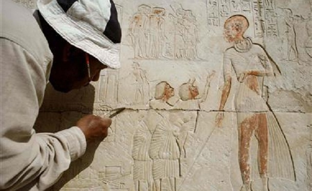Top Egypt archaeologist sees hope for future in past