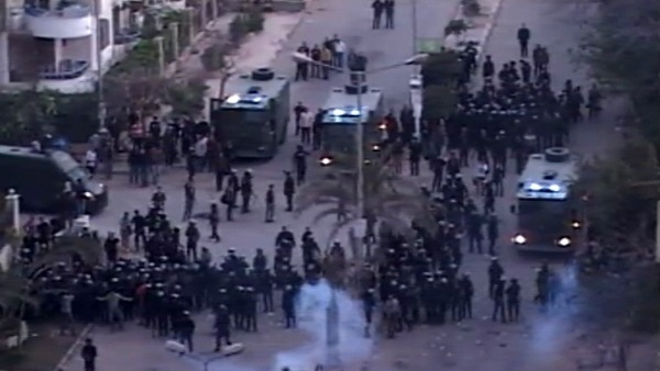 Egyptian protesters clashes with members of the Muslim Brotherhood in Cairo. Al Arabiya