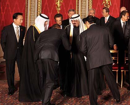 obama bows to saudi king
