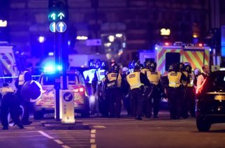 'Van hits pedestrians' on London Bridge