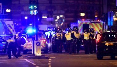 'Van hits pedestrians' on London Bridge