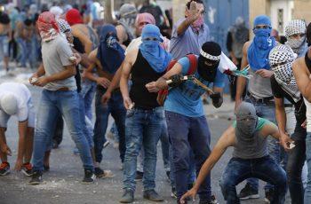 Arab rioters in Issawiya, Jerusalem -Flash 90